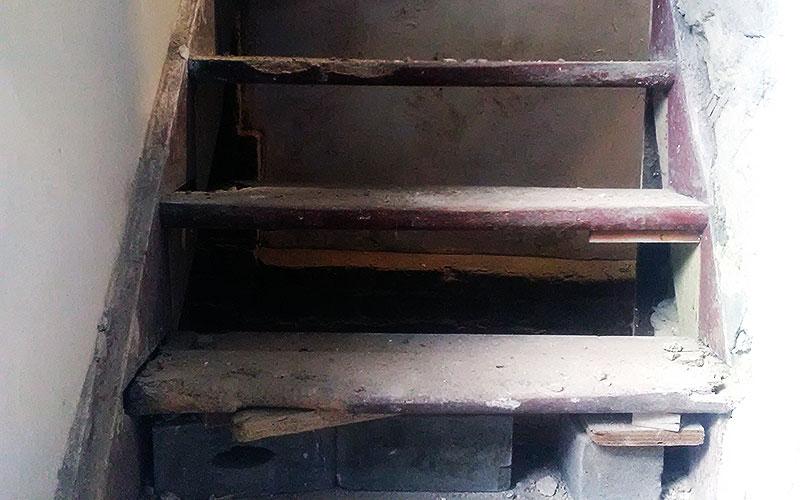 Treppe vor der Tischlerarbeit